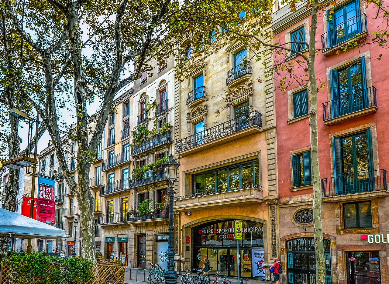 Façades d'immeuble colorées à Barcelone