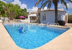 Une villa avec piscine disponible à Calpe, découvrez-là sur Hispanoa