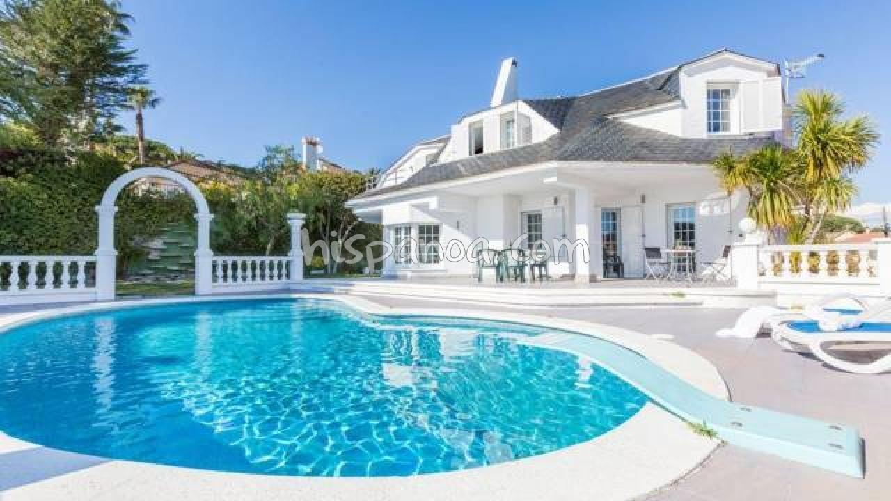Location avec piscine en Espagne à Blanes : Maison de standing